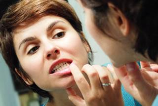 Зуб удалили, рана на десне кровоточит